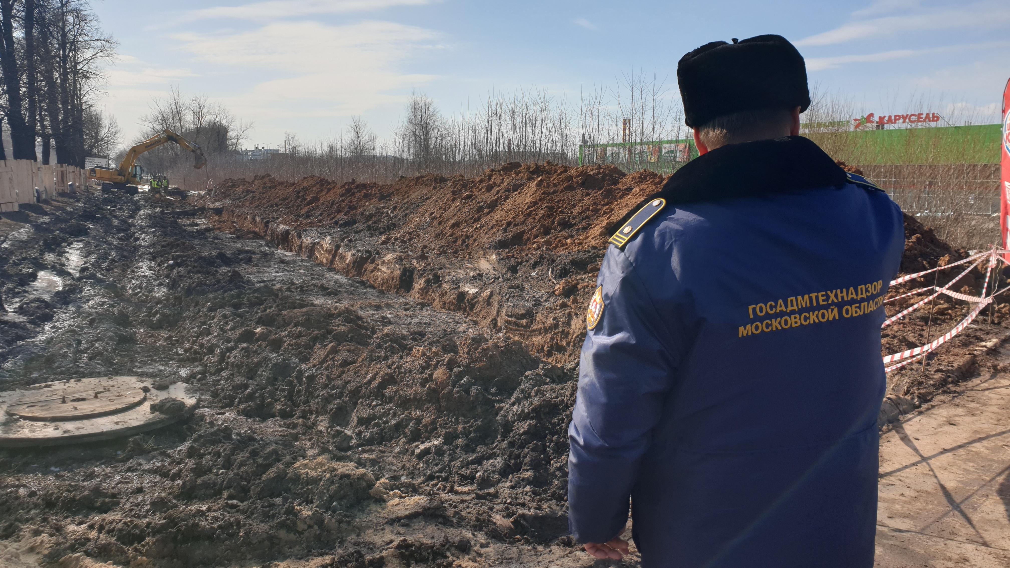 Госадмтехнадзор проверяет место проведения земляных работ