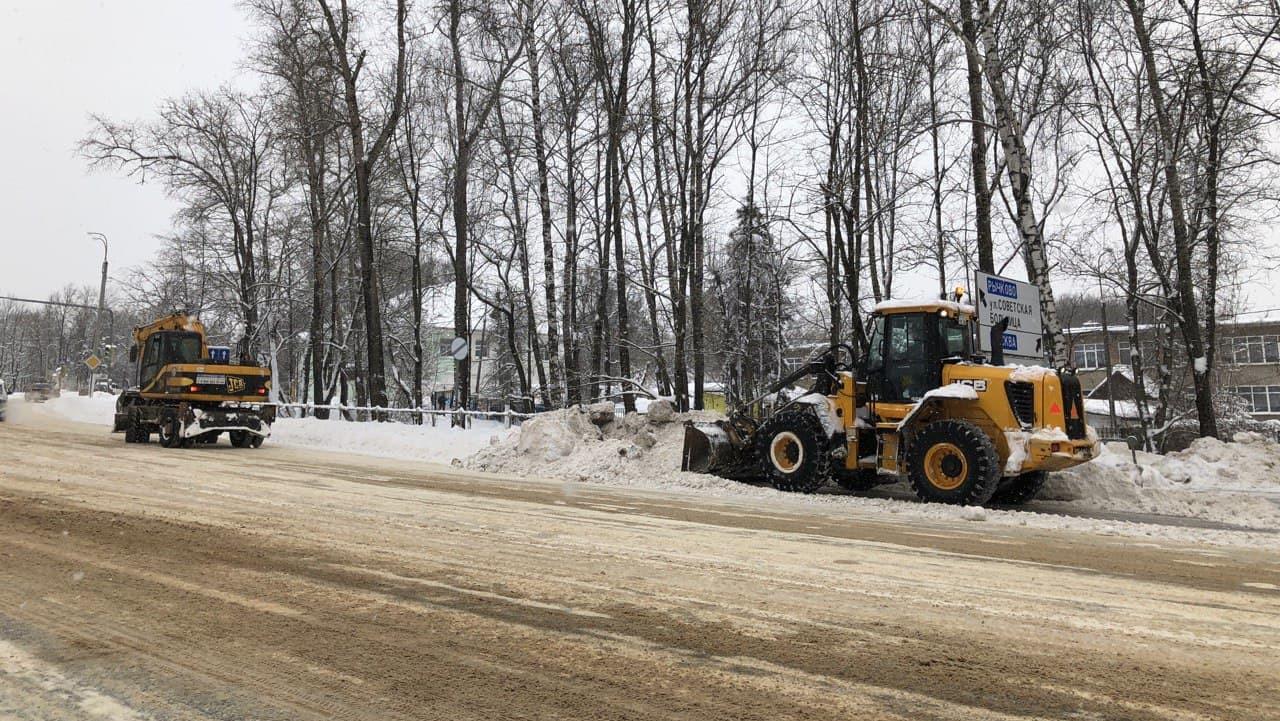 Более 620 единиц спецтехники задействовано в уборке и очистке дорог от снега в Подмосковье
