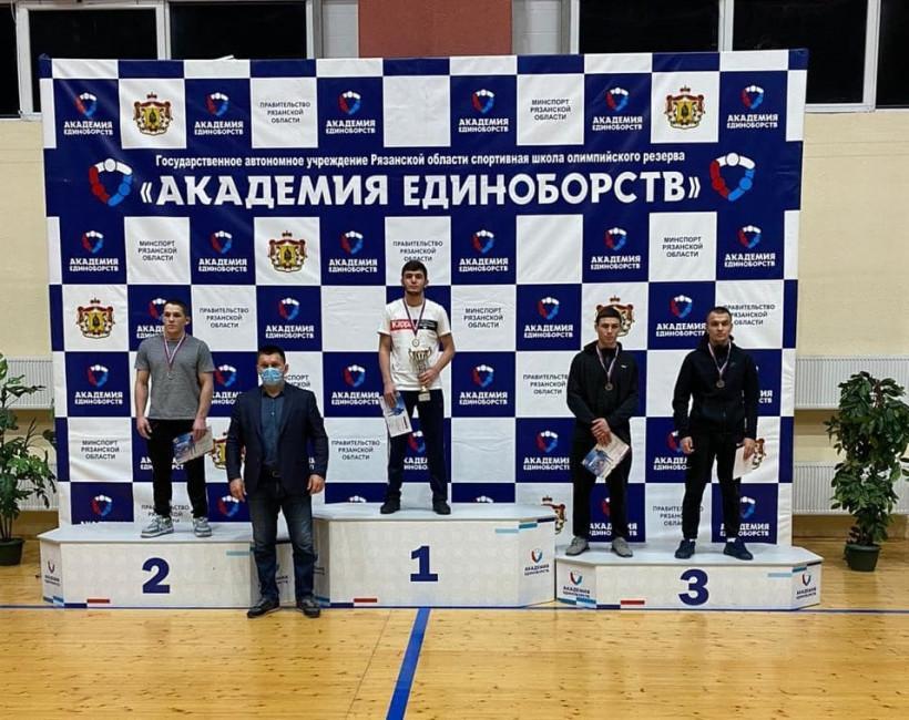 Борцы из Подмосковья победили на чемпионате ЦФО по греко-римской борьбе