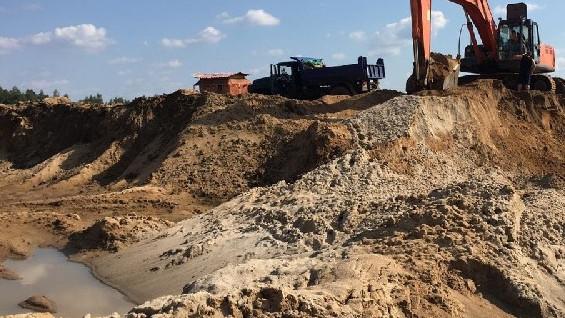 Сотрудники Минэкологии и полицейские пресекли незаконную добычу песка в Павловском Посаде
