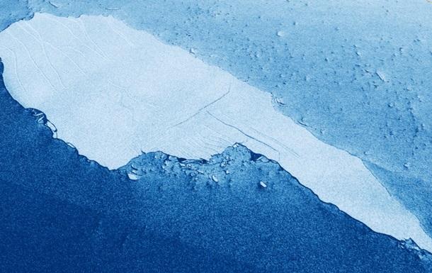Крупнейший в мире айсберг продолжает разрушаться