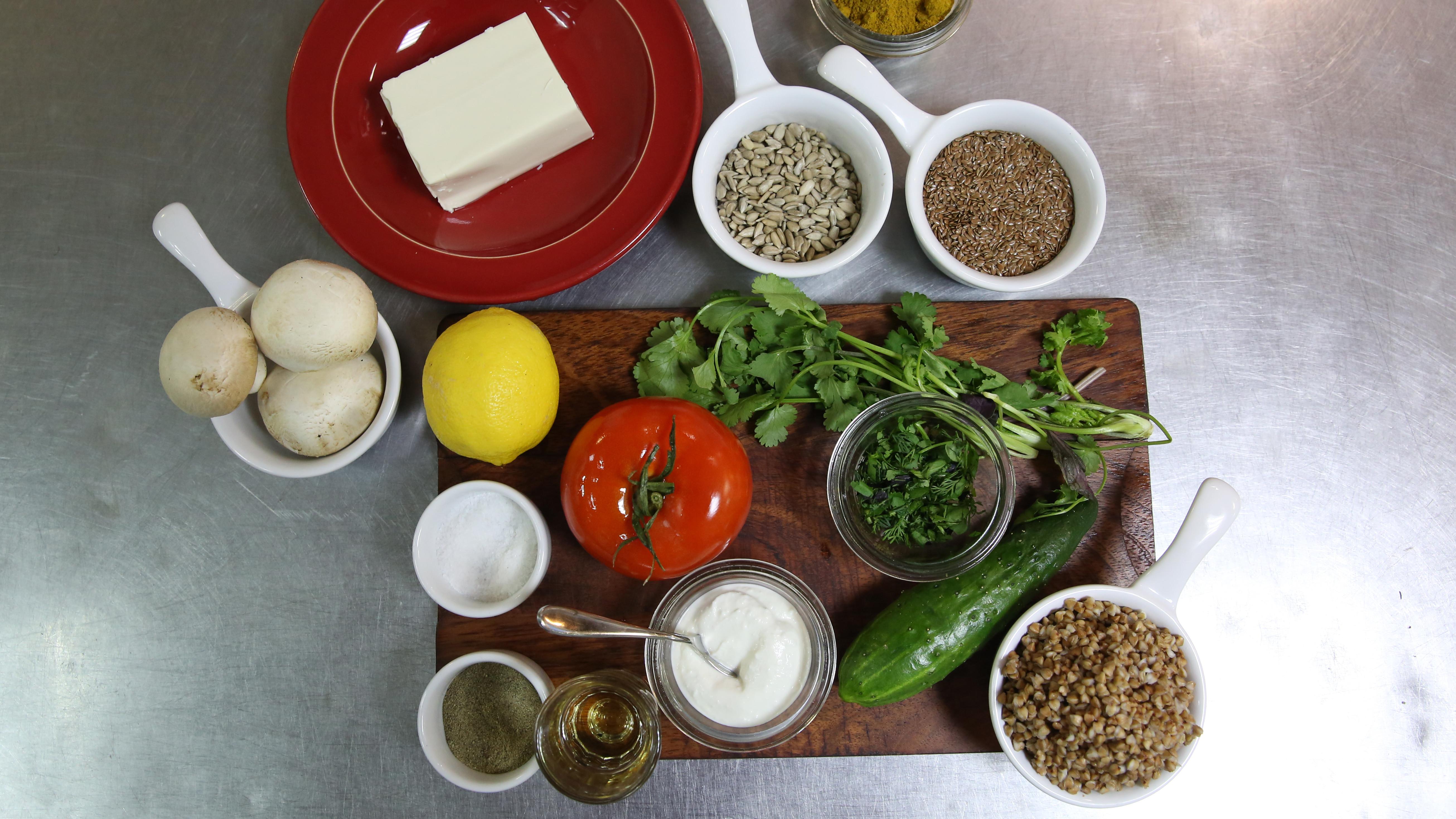 Приготовление постного бургера с помидором