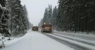 Ликвидация последствий снегопада продолжается на дорогах Подмосковья