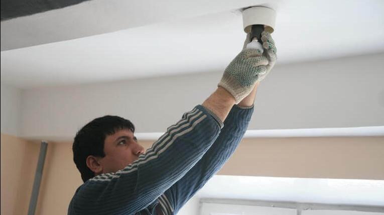 Освещение в подъезде дома в Дмитрове восстановили после обращения жителя в Госжилинспекцию