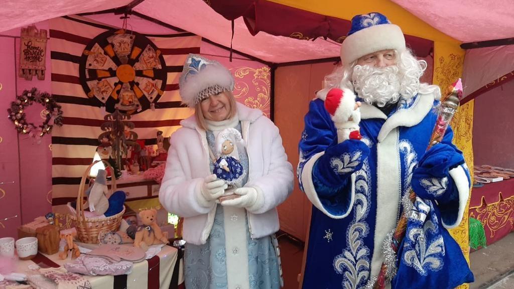Первые новогодние ярмарки заработали в Подмосковье
