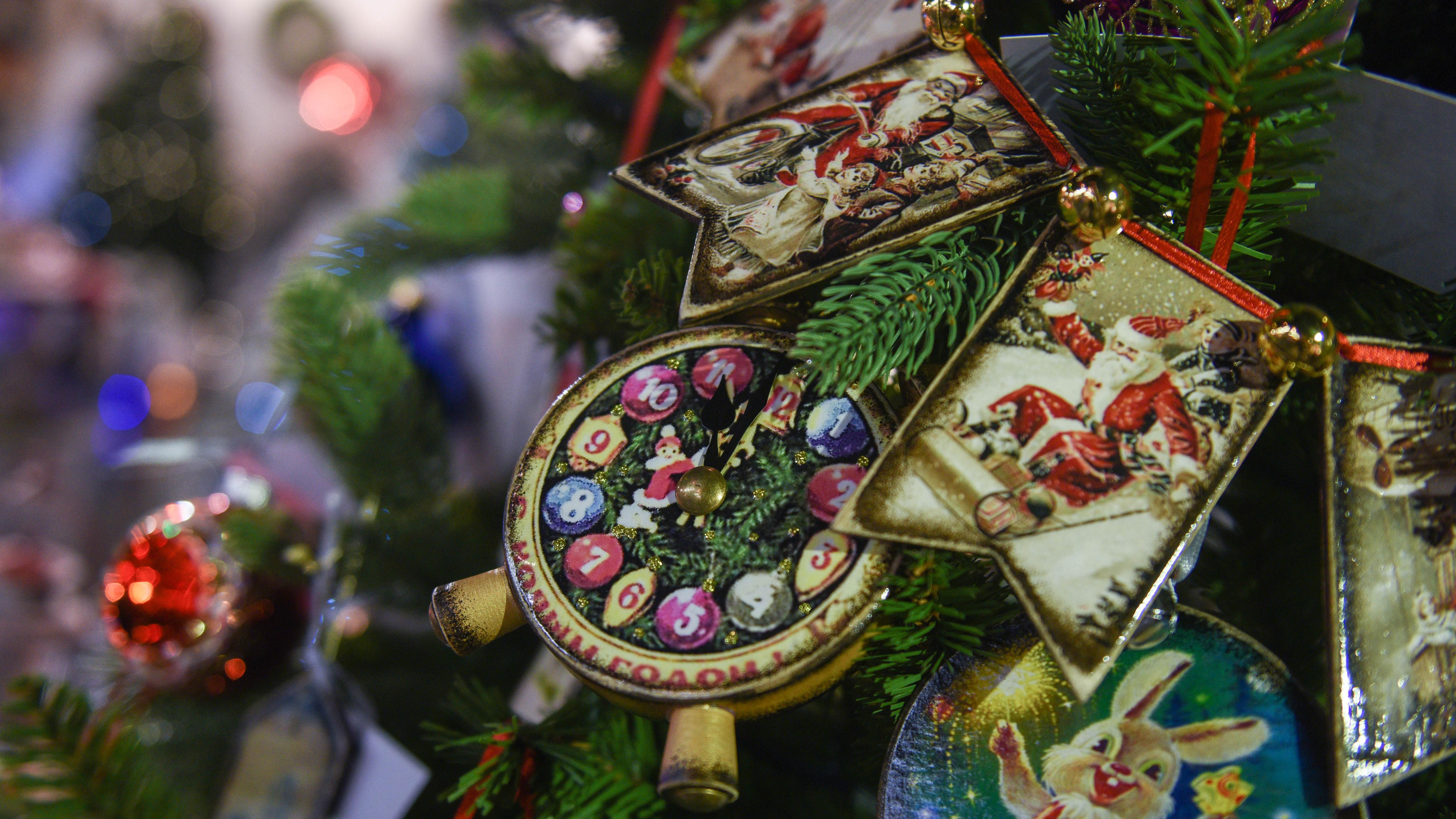 Почти 100 новогодних елок украсят парки Подмосковья
