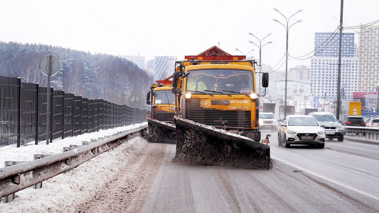 Почти 14 тыс. км дорог обработали реагентами в Подмосковье за ночь