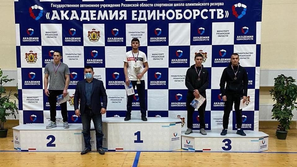 Подмосковные спортсмены победили на чемпионате ЦФО по греко-римской борьбе