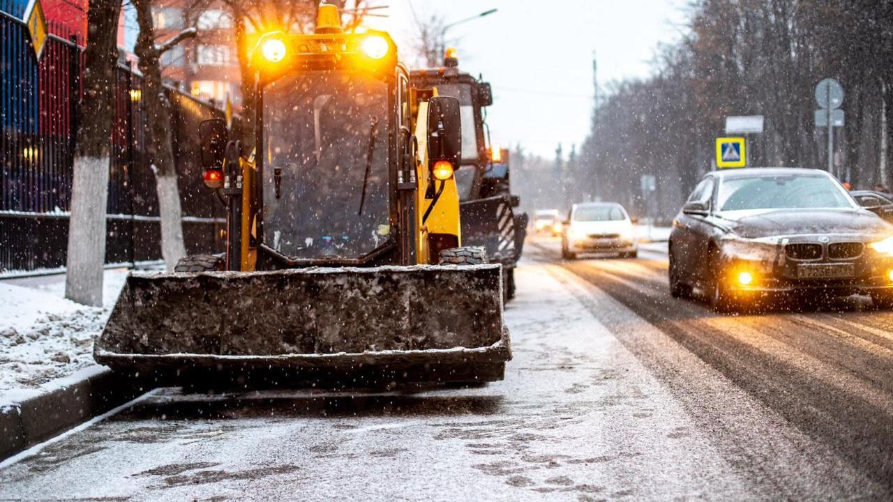 Более 160 единиц снегоуборочной техники задействовали в уборке улиц и дворов в Химках