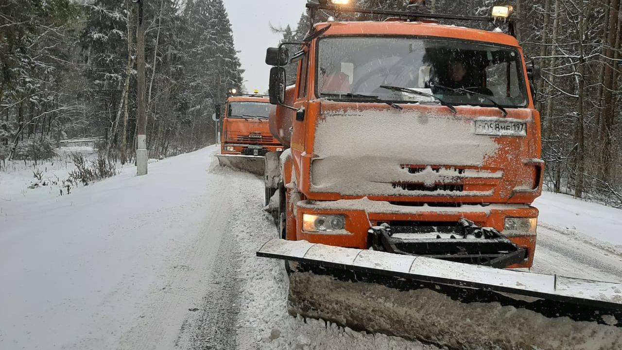 Рекордное число техники задействовали в уборке подмосковных дорог с начала сезона