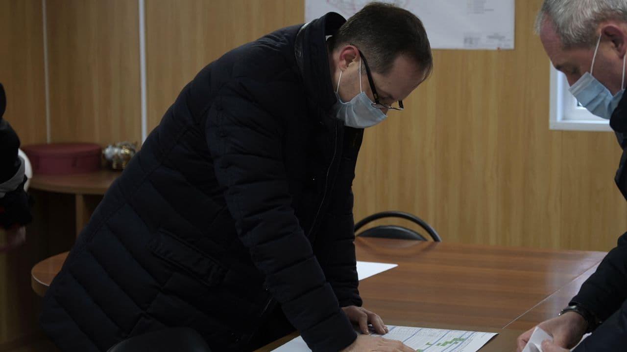 Роман Терюшков проверил ход строительства школы и открыл каток в Раменском