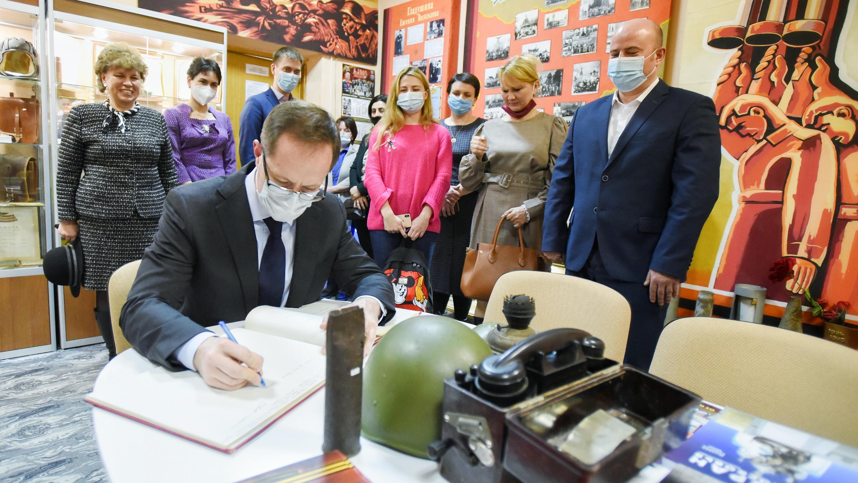 Терюшков обсудил строительство спортплощадки с родительским активом школы №1 в Котельниках