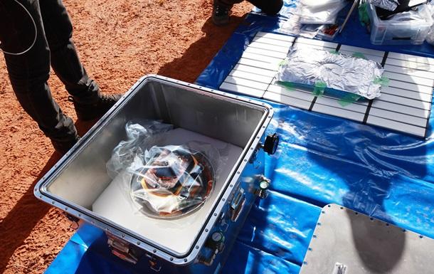 В капсуле японского зонда нашли черные песчинки