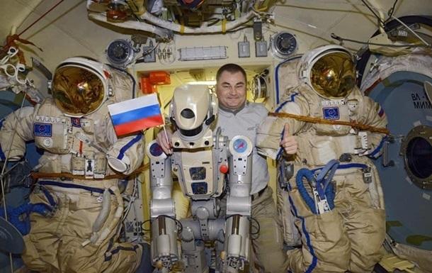 В России нашли связь между трещиной на МКС и роботом Федором