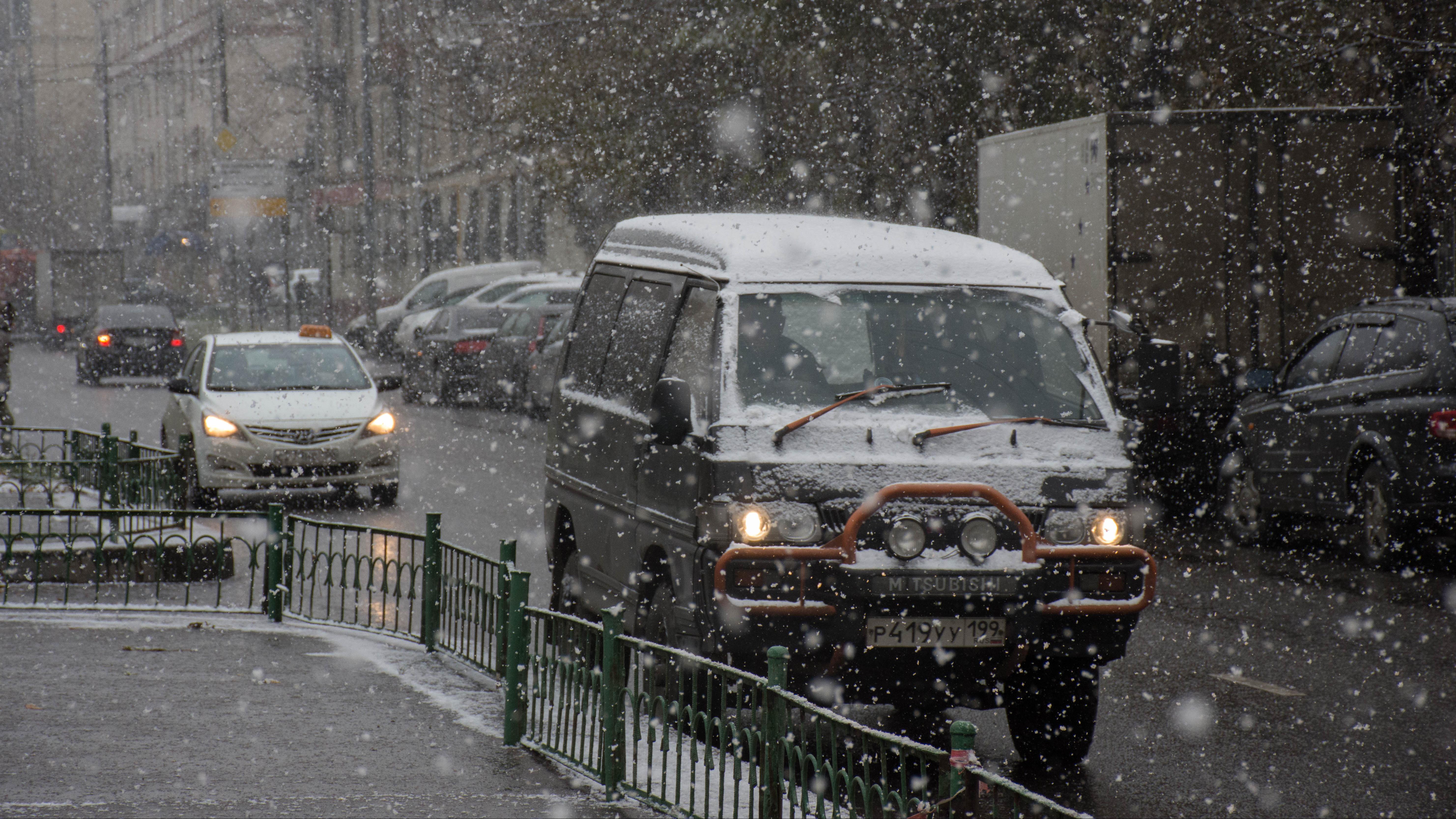Осенний снегопад в Москве и Подмосковье