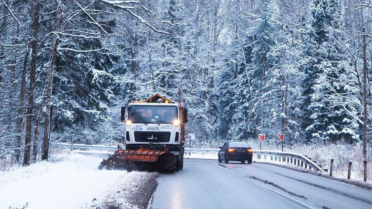 Водителей Подмосковья предупреждают о мокром снеге