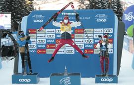 Александр Большунов второй год подряд выигрывает многодневную лыжную гонку «Тур де ски», Юлия Ступак - вторая, Денис Спицов - третий в общих зачётах