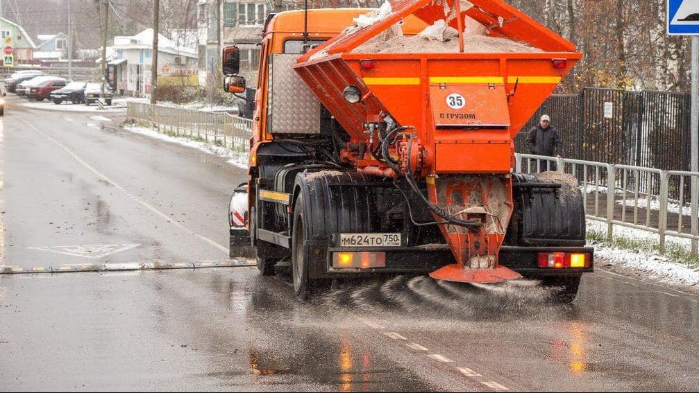 Дороги очистили от выпавшего снега в Московской области