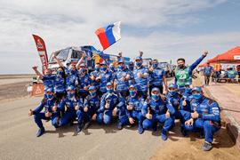 Экипажи «КАМАЗ-мастер» заняли весь пьедестал почёта в категории грузовиков на международном ралли-марафоне «Дакар – 2021»