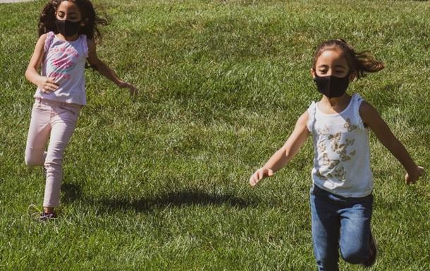 """Эксперты сообщили, как """"британский"""" штамм COVID-19 проявляется у детей"""