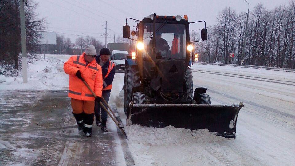 Более 6 тыс. сотрудников ЖКХ задействовали в уборке дворов и общественных пространств от снега