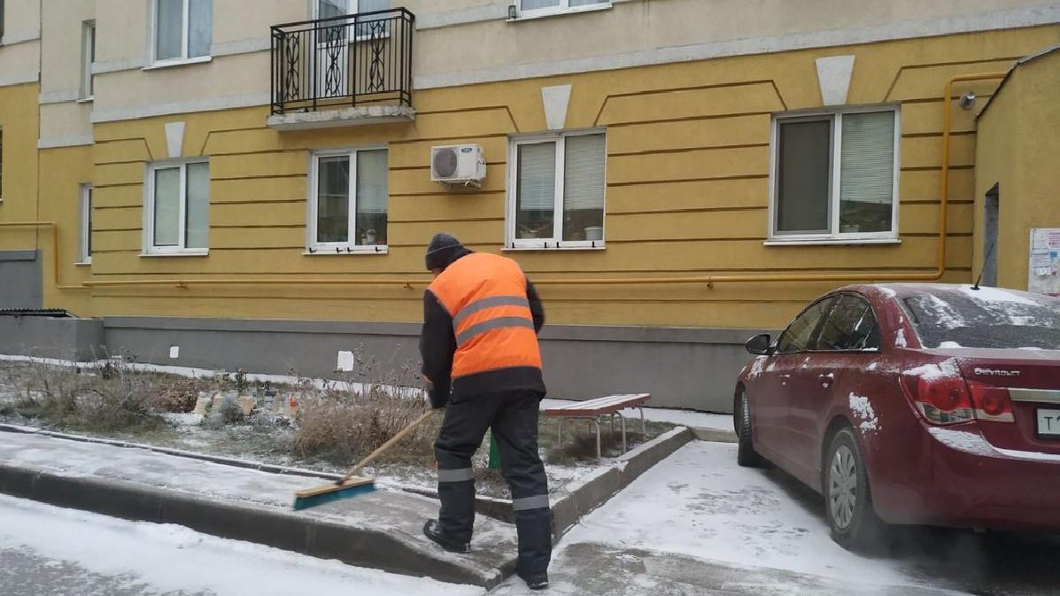 Порядка 7 тыс. дворников устраняют последствия снегопада в Подмосковье