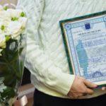 Роман Терюшков вручил свидетельства на получение социальных выплат молодым семьям в Жуковском