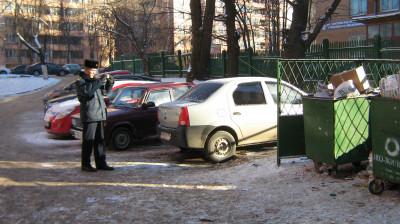 Сервис «Народный инспектор» помогает бороться с паркующимися у контейнерных площадок
