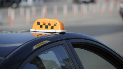 Сто пятнадцать автомобилей такси отправили на спецстоянку в Подмосковье