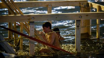 Жителям региона напомнили об опасности употребления алкоголя перед купанием в Крещение