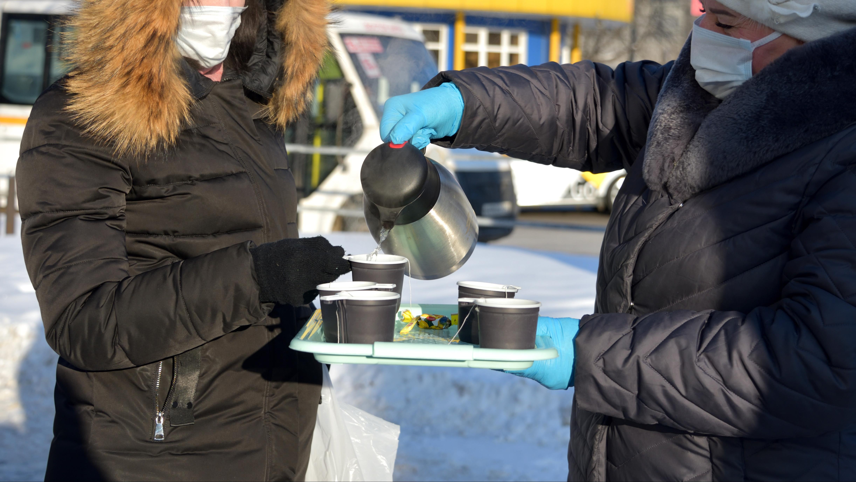 Акцию по раздаче чая пассажирам общественного транспорта продлили в Подмосковье