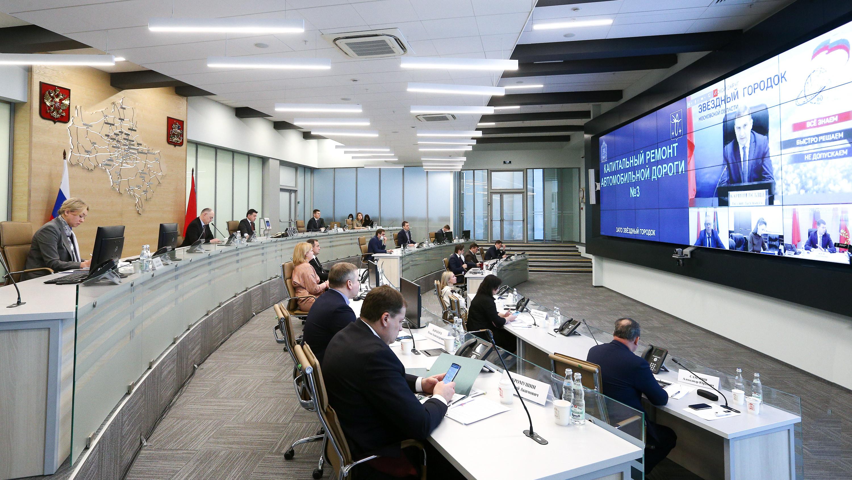 Андрей Воробьев провел совещание с руководителями ведомств и главами округов