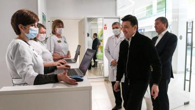 Андрей Воробьев проверил работу пункта вакцинации от COVID-19 в городском округе Мытищи