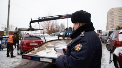 Более 120 случаев препятствия автомобилями вывозу мусора пресекли в Подмосковье в январе
