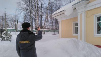 Госадмтехнадзор помог очистить 112 кровель нежилых зданий в Подмосковье за неделю