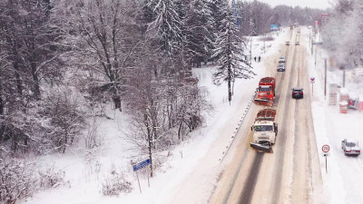 Около 3 тыс. единиц спецтехники убирают снег в Подмосковье