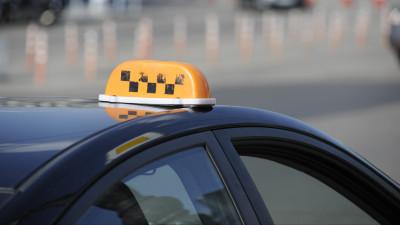 Почти 300 автомобилей такси переместили на штрафстоянки в Подмосковье в феврале