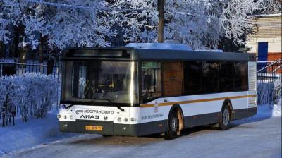 Подмосковных автомобилистов призвали пересесть на общественный транспорт из-за снега