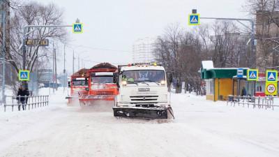 Порядка 3 тысяч единиц спецтехники убирают снег в Подмосковье