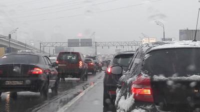 Пробки образовались на некоторых шоссе в Московской области