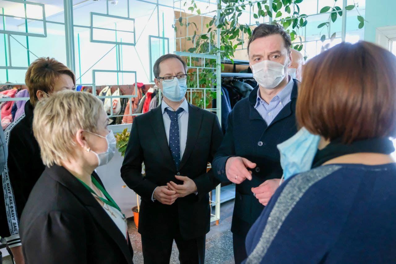Роман Терюшков посетил школу и встретился с участниками «Активного долголетия» в Раменском