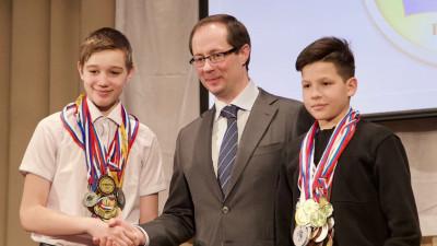 Роман Терюшков вручил знаки отличия ГТО школьникам Раменского городского округа