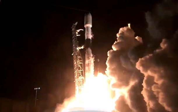 SpaceX запустила на орбиту новую группу спутников Starlink