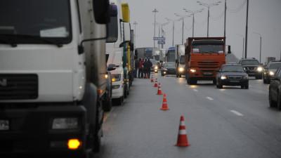 Транзитный проезд большегрузов по дорогам Подмосковья и МКАД ограничат 20 и 21 февраля