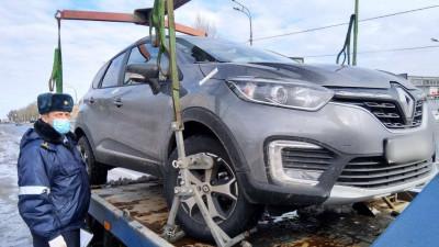 Более 70 машин такси эвакуировали на штрафстоянки в Подмосковье за неделю