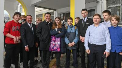 Губернатор проверил отремонтированную больницу и новый корпус школы в Королеве