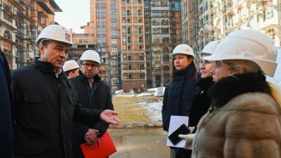 Губернатор проверил работу по завершению строительства проблемных объектов в Одинцове