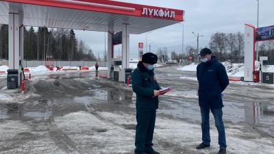 Инспекторский состав Главгосстройнадзора проверяет реконструкцию АЗС в Пушкине