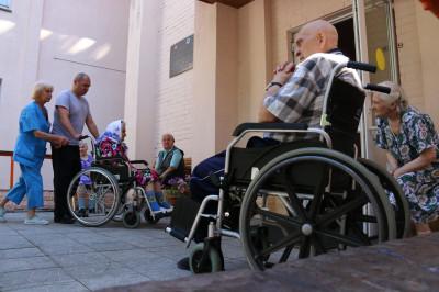 Жильцы дома-интерната для граждан пожилого возраста и инвалидов «Ветеран» в Коломне.