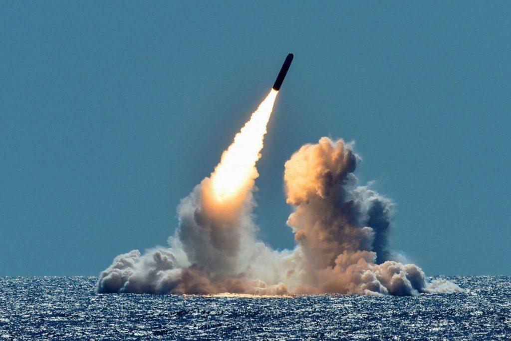 корея запустила в японию баллистическую ракету